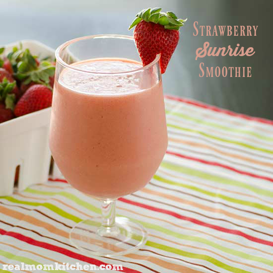 Strawberry Sunrise Smoothie | realmomkitchen.com