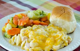 Ham and Cheesy Noodle Casserole | realmomkitchen.com