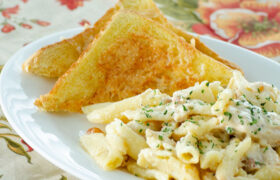 Sizzler's Cheese Toast | realmomkitchen.com