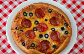 Pizza Hut Pan Pizza and Sauce | realmomkitchen.com