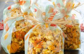 Microwave Caramel Popcorn | realmomkitchen.com