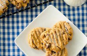 Flourless Peanut Butter Chocolat Chip Cookies | realmomkitchen.com