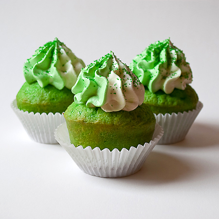 picture of green velvet cupcakes