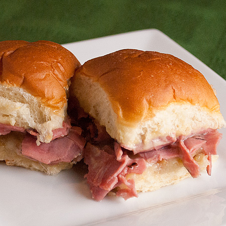Hot Roast Beef Party Sandwiches