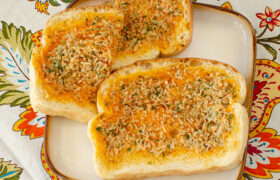 Dilly Garlic Bread | realmomkitchen.com
