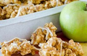 Caramel Apple Pie Popcorn | realmomkitchen.com
