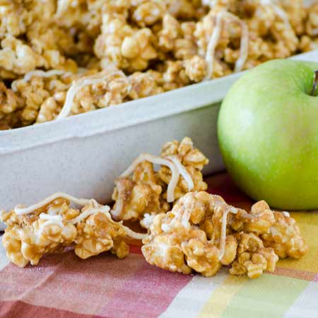 Caramel Apple Pie Popcorn | realmomkitchen.com