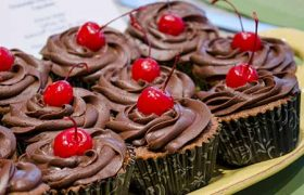 Chocolate Cherry Souffle Cupcakes | realmomkitchen.com