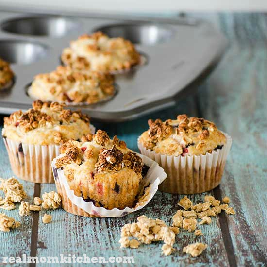 Muffins with Granola Topping | realmomkitchen.com #NVGranola