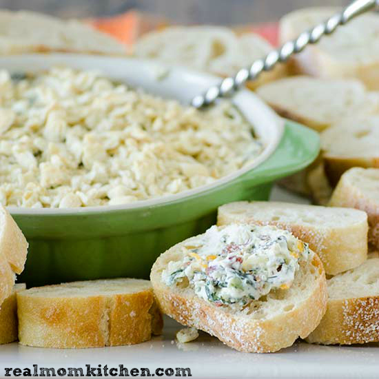 Sargento Hot Cheesy Kale and Bacon Dip | realmomkitchen.com #ChoppedAtHome
