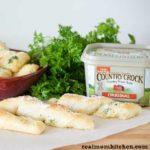 Easy Garlic Breadsticks   realmomkitchen.com