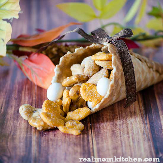 Thanksgiving Table Decor/Favors | realmomkitchen.com