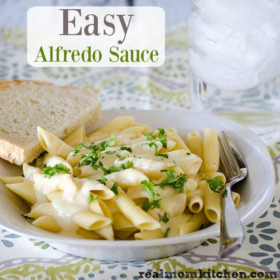 Easy Alfredo Sauce | realmomkitchen.com