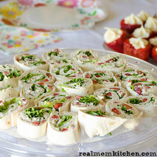 Chicken Salad Wraps with Strawberries | realmomkitchen.com