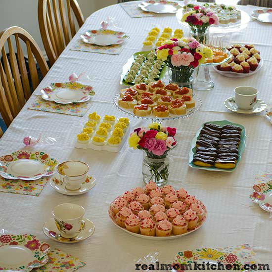 Tea Party Table | realmomkitchen.com