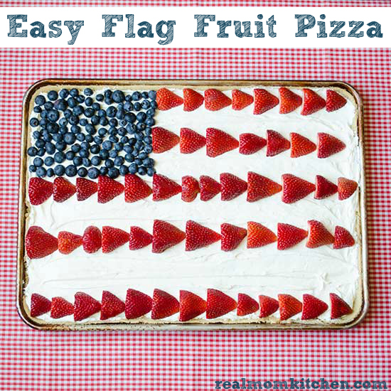 Easy Flag Fruit Pizza | realmomkitchen.com #memorialday #4thofjuly