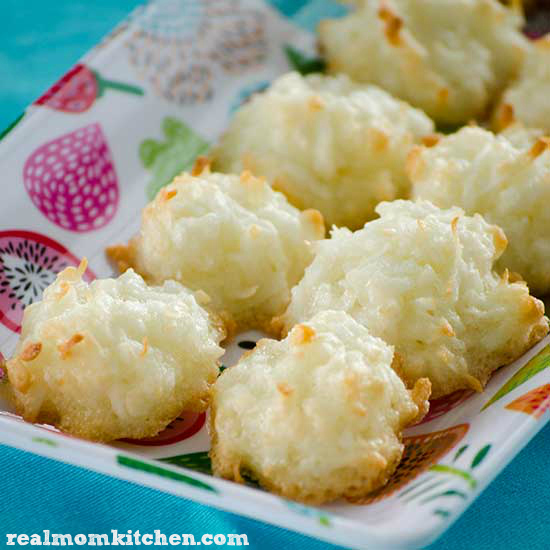 Easy Coconut Macaroons | realmomkitchen.com