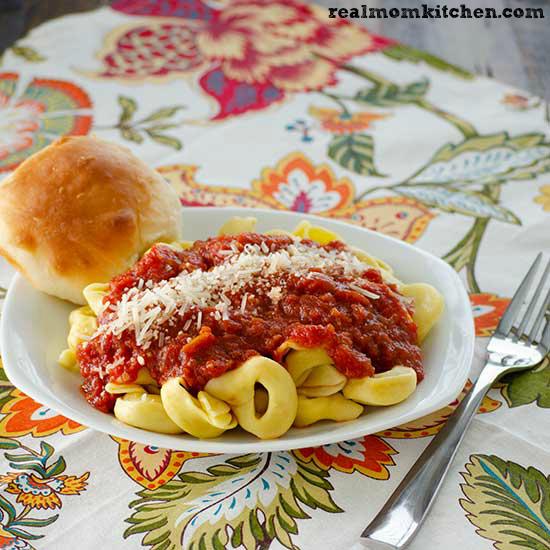 Amazing Crock Pot Marinara Sauce | realmomkitchen.com