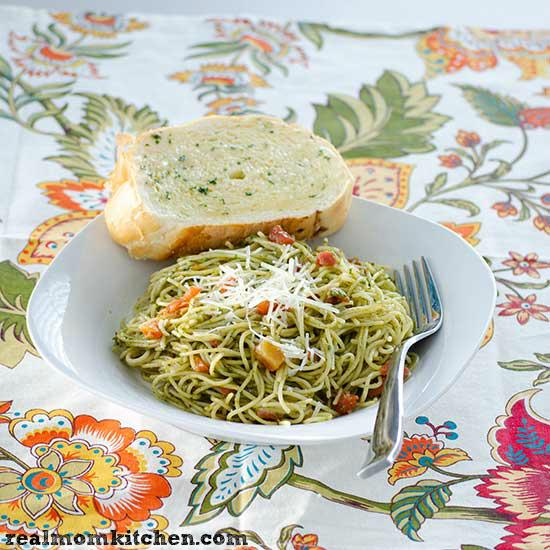 Easy Cheesy Pesto Pasta   realmomkitchen.com