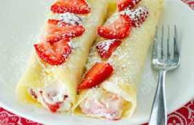 Creamy Strawberry Crepes | realmomkitchen.com