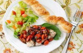 Easy Bruschetta Chicken Recipe | realmomkitchen.com