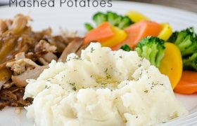 Creamy Garlic Herb Mashed Potatoes | realmomkitche.com
