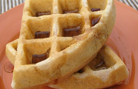 Bacon and Cinnamon Waffles | realmomkitchen.com