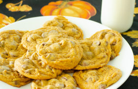 Eggless Pumpkin Chocolate Chip Cookies | realmomkitchen.com