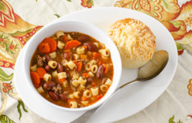Instant Pot Pasta e Fagioli | realmomkitchen.com
