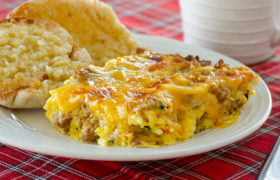 Overnight Christmas Breakfast Casserole | realmomkitchen.com