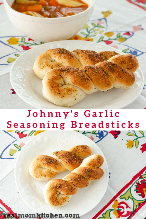 Johnny's Garlic Seasoning Breadsticks | realmomkitchen.com
