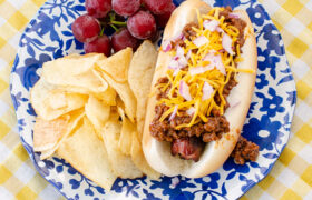 Easy Chili for Hot Dgs | realmomkitchen.com