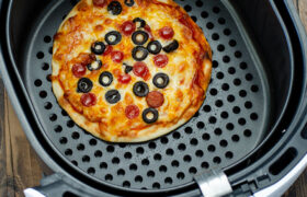 Air Fryer Personal PIzza | realmomkitchen.com
