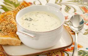 Creamy Spinach Artichoke Soup | realmomkitchen.com