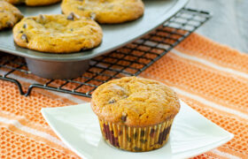 Pumpkin Chocolate Chips Muffins | realmomkitchen.com