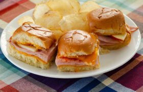 Turkey Cheddar Apple Sliders | realmomkitchen.com