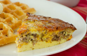 Crustless Sausage and Cheese Quiche | realmomkitchen.com