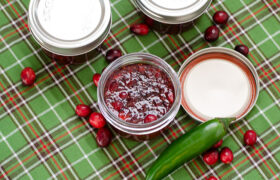 Quick Cranberry Jalapeno Jelly | realmomkitchen.com