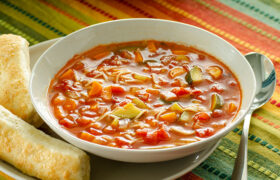 Instant Pot Minestrone Soup | realmomkitchen.com