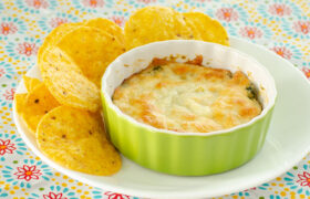 Hot Spinach and Artichoke Dip | realmomkitchen.com