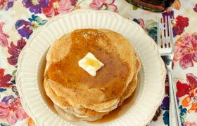 Vanilla Cinnamon Buttermilk Pancakes | realmomkitchen.com