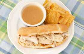 Slow Cooker CHicken French Dips | realmomkitchen.com