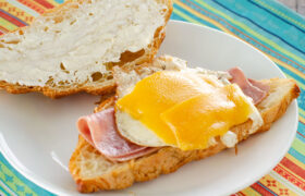 Breakfast Croissant Sandwiches | realmomkitchen.com