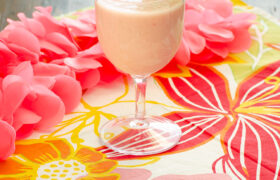 Tropical Strawberry Smoothie | realmomkitchen.com