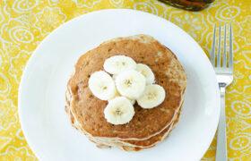 Easy Banana Nut Pancakes | ralmomkitchen.com