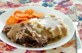 SImple Crock Pot Roast and Gravy | realmomkitchen.com