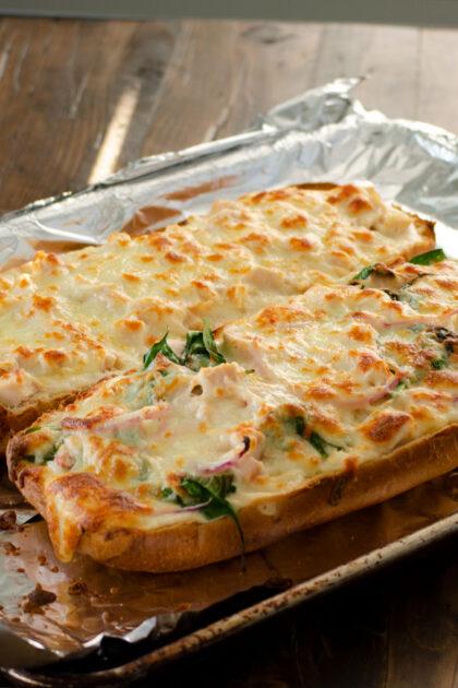 Simple Chicken Alfredo Pizza | realmomkitchen.com